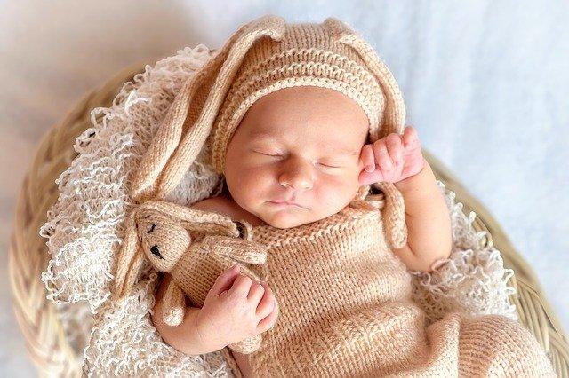 Baby sleeping in basket - Good Little Sleeperzzz